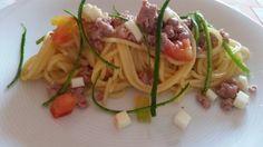 Spaghetti-con-salsiccia-pomodorini-e-fili-di-zucchine/