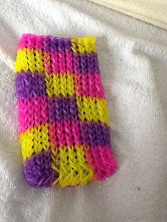 Phone case made out of the rainbow loom bands