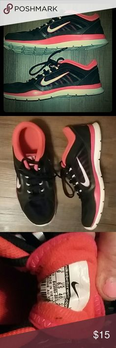 Nike coral and black sneakers barely used Nike coral and black sneakers barely used Nike Shoes Sneakers