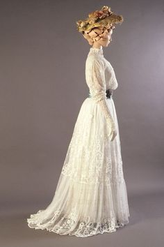 Dresses from the Very Late Victorian and start of the Edwardian era; Understanding the Fashion Trends – Part Four Lingerie dress of white embroidered net, English, ca. KSUM dress of white embroidered net, English, ca. Edwardian Clothing, Edwardian Dress, Historical Clothing, Edwardian Era, Historical Dress, Vintage Clothing, 1900s Fashion, Edwardian Fashion, Vintage Fashion