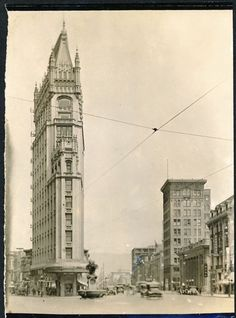 Telegraph and Broadway, Downtown Oakland (1910) via oaklandhistory.tumblr.com / eBay
