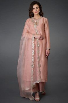 #salwarsuit #salwarsuits #SalwarSuitOnline #salwarsuitmaterial #salwarsuitspartywear #salwarsuitneckdesigns Embroidery Suits, Embroidery Designs, Indian Salwar Suit, New Punjabi Suit, Punjabi Suits Party Wear, Modele Hijab, Indian Designer Suits, Designer Salwar Suits, Designer Kurtas For Women