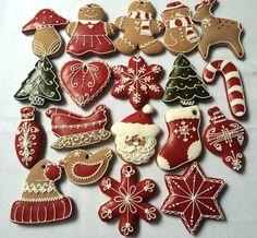 Coloured egg wash on gingerbread ❤️ Christmas Sugar Cookies, Christmas Sweets, Noel Christmas, Christmas Goodies, Holiday Cookies, Christmas Baking, Gingerbread Cookies, Ceramic Christmas Decorations, Christmas Gingerbread House