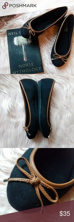 Coach viola ballet flats Perfect condition and worn once! These ballet flats have tan leather detail and a cute bow at the front. Classic style and comfortable for any setting. Coach Shoes Flats & Loafers