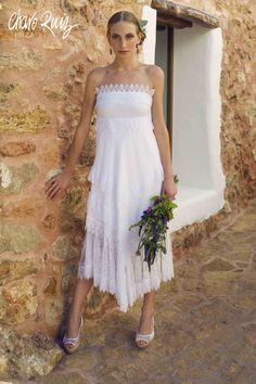 Sexy, elegante y espectacular, así la colección White de Novias by Charo Ruiz   Ref. 00302 VESTIDO PUNTILLA PALABRA DE HONOR Ref. 00102 CHAQUETA BLONDA  WWW.CHARORUIZ.COM