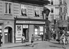 Greengrocer Shop am Jakominiplatz, Graz, 1946 Alter, Street View, Shop, Vintage, Graz, Old Pictures, Store, Primitive