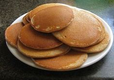Pancakes légers à 1 SP Weight Watchers, recette des pancakes bien légers et moelleux, faciles et rapides à préparer en moins de 5 minutes, idéals à servir au petit-déjeuner avec du sirop d'érable et une noix de beurre.