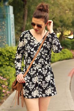 Jumpsuit | Overall | Fashionblog | Fashion | Flower | black and white | summer outfit | Summer | Las Vegas | summer look | brown hair | geblümt | Sonnenbrille | Mode | Inspiration