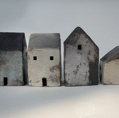 little raku houses - rowena brown Clay Houses, Ceramic Houses, Miniature Houses, Ceramic Clay, Ceramic Pottery, Art Houses, Wood Houses, Diy Art, Deco Nature