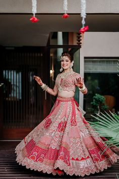 Lehengas So Stunning, You'd Wish To Cart Them First Thing After Lockdown! Wedding Lehenga Designs, Designer Bridal Lehenga, Indian Bridal Lehenga, Indian Bridal Outfits, Indian Bridal Fashion, Sabyasachi Wedding Lehenga, Rajasthani Lehenga, Indian Gowns Dresses, Indian Fashion Dresses
