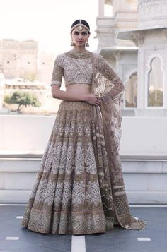 The latest collection of Bridal Lehenga designs online on Happyshappy! Find over 2000 Indian bridal lehengas and save your favourite once. Indian Bridal Wear, Indian Wedding Outfits, Bridal Outfits, Indian Wear, Indian Outfits, Asian Bridal, Indian Lehenga, Lehenga Choli, Sabyasachi Lehengas