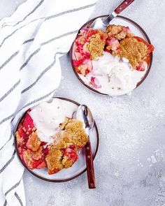 Low Carb Recipes To The Prism Weight Reduction Program Dairy-Free Strawberry Cobbler: Juicy, Tangy Strawberries Topped With A Tender, Flavorful Brown Sugar Cobbler Dough. So Easy Strawberry Cobbler, Strawberry Topping, Mini Meringues, Apple Crumble Recipe, Cobbler Topping, Lemon Cookies, Frozen Strawberries, Meals For One, Caramel Apples