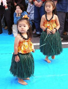 Little hula girls (waiting for the music) by tanakawho, via Flickr