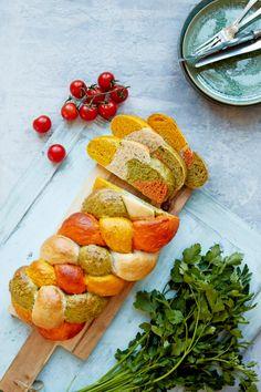 Flätbröd med tomat, persilja och saffran | ELLE mat & vin Dough Recipe, Pretzel Bites, Avocado Toast, Muffins, Gluten, Cheese, Cooking, Breakfast, Recipes
