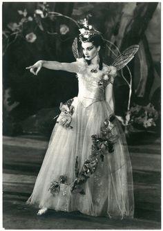 046 Old Vic Theatre, 1937. Vivien Leigh (Titania) in 'A Midsummer Night's Dream'_Crown; TM 46. Photo J. W. Debenham by Performing Arts / Artes Escénicas, via Flickr