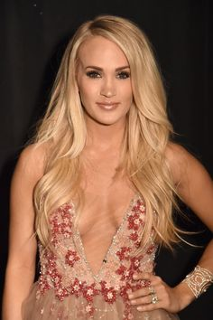 This Is Why Carrie Underwood Skipped the Red Carpet at the ACM Awards - Diverses - Pregnant Tips Carrie Underwood Hot, Carrie Underwood Pictures, Beautiful Celebrities, Beautiful Actresses, Gorgeous Women, Beauté Blonde, Style Feminin, Pregnant Celebrities, Woman Crush