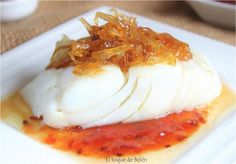 Bacalao a la plancha con mermelada de tomate y cebolla caramelizada. Cod Fillet Recipes, Fish Recipes, Real Food Recipes, Cooking Recipes, Yummy Food, Healthy Recipes, Healthy Food, Pescado Recipe, Tapas
