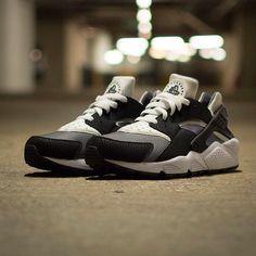 0c91c9ab3679 Nike Air Huarache Mens Running SHoes Black White Grey