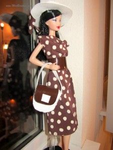 Pretty Woman Dress by MissBCouture.  Her patterns are made by her and easily hand sewn.  Free Barbie doll pattern.  Tutorial.  diy.