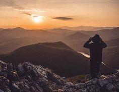 Úžasný jesenný pohľad zo Sivca od  @leamudrikova  #praveslovenske   Sunset in the mountains -always the best view .