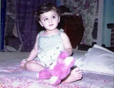 Tapsee childhood pic Bollywood Celebrities, Bollywood Actress, Taapsee Pannu, Childhood Photos, Photo Awards, India People, Family Movies, Movie Photo, Bollywood Stars