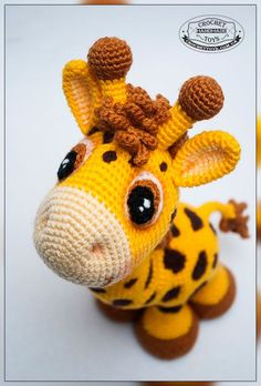 Animales de África: Jirafas   Otakulandia.es Crochet Giraffe Pattern, Crochet Animal Patterns, Crochet Patterns Amigurumi, Crochet Animals, Crochet Dolls, Amigurumi Giraffe, Giraffe Toy, Amigurumi Doll, Cute Crochet