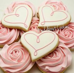 Daint Heart Cookie I detest frosting on cookies and too much of it on. - Cookie recipes or inspirational pictures - Rose Cookies, Mother's Day Cookies, Fancy Cookies, Flower Cookies, Heart Cookies, Iced Cookies, Cupcake Cookies, Sugar Cookies, Cookie Bouquet