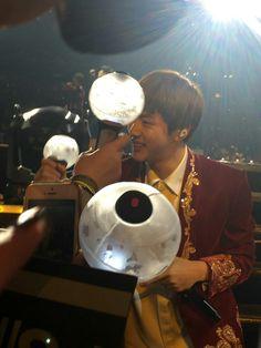 Jin is very heart warming...  he borrow someone LS, then turn it back... 💛