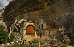 Fotos Ermita de San Bernabe Medieval Castle, Spain Travel, Barcelona Cathedral, Awesome, Amazing, Mount Rushmore, The Good Place, Places To Visit, Mountains