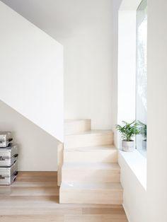 Escalier minimaliste en bois