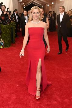 Reese Witherspoon looks gorgeous in a strapless red dress and Tiffany & Co. jewelry #MetGala2015
