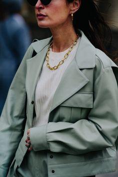 Géraldine Boublil | Paris via Le 21ème Street Chic, Street Style, Paris Street, Summer Accessories, Latest Fashion Trends, Women's Jewelry, Jewelery, Chain Necklaces, Outfits