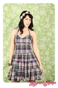 The plaid and the halter top design make this a gorgeous spring or summer dress.