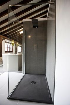 Burlanes shower with quartz panels from Cosentino