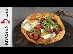 Πουτίγκα με λουκάνικα και αυγά από τον Άκη Πετρετζίκη. Φτιάξτε την πιο αφράτη πουτίγκα και συνοδεύστε τη με λουκάνικα, σάλτσα ντομάτας και τηγανητά αυγά! Greek Recipes, Vegetable Pizza, Vegetables, Food, Youtube, Essen, Greek Food Recipes, Vegetable Recipes, Meals