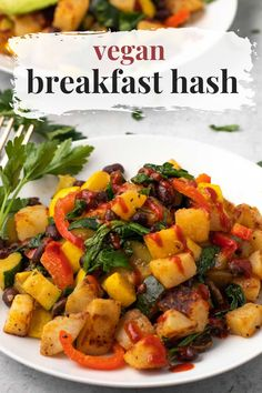 Vegetables, beans, and potatoes make up this delicious vegan breakfast hash. Loaded with squash, mushrooms, bell peppers, spinach, and more! Add your favorite beans like black beans and top with salsa for extra flavor. Best Vegan Recipes, Vegan Breakfast Recipes, Whole Food Recipes, Vegetarian Recipes, Healthy Recipes, Vegan Meals, Healthy Meals, Diet Recipes, Plant Based Breakfast