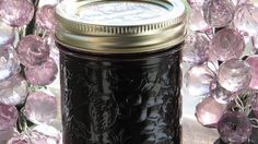 Blackberry juice and fresh, minced jalapeno peppers, sugar, and pectin can easily be combined for a spicy and sweet jelly. Jalapeno Jelly Recipes, Pepper Jelly Recipes, Hot Pepper Jelly, Blackberry Juice Recipes, Jalapeno Ideas, Jalapeno Poppers, Jalapeno Jam, Stuff Jalapenos, Marmalade