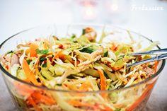 Vietnamilainen broileri-kaalisalaatti