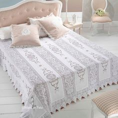 Crochet chal shawl with subtitles in several lenguage - Crochet Graphgan Filet Crochet, Crochet Motif, Crochet Doilies, Bed Sheet Sets, Bed Sheets, Doily Patterns, Crochet Patterns, Cutwork Embroidery, Crochet Bedspread