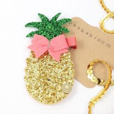 Items similar to Summer Fun Pineapple Hair Clip- Glitter Pineapple Hair Clip- Glitter Hair Clip- Summwr Hair Clip- Peekabloom on Etsy Felt Hair Clips, Bow Hair Clips, Making Hair Bows, Diy Hair Bows, Diy Headband, Baby Headbands, Glitter Hair, Glitter Makeup, Barrettes
