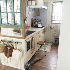 icchiさんの、ナチュラル,DIY,窓,ナチュラルインテリア,キッチン雑貨,キッチンマット,セリアリメイクシート,ダイソン掃除機,Kitchen,のお部屋写真