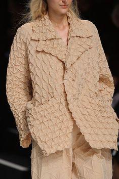 Issey Miyake at Paris Fashion Week Spring 2015 - Details Runway Photos Japan Fashion, Paris Fashion, Issey Miyake Women, Beige Style, Fabric Manipulation, Spring 2015, Textile Design, Catwalk, Designer