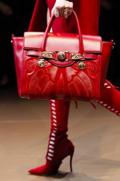 Lady in RED.Versace Fall Winter 2014 red boots and handbag Trend Fashion, Fashion Moda, Fashion Bags, Fashion Accessories, Ladies Fashion, Fashion Handbags, Fashion Styles, Runway Fashion, Fall Fashion