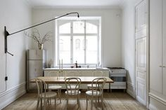 Style and Create — This Stockholm apartment offers such a beauty & stillness Interior Exterior, Kitchen Interior, Kitchen Design, Stockholm Apartment, Sweet Home, The Way Home, Scandinavian Home, Interiores Design, Interior Inspiration