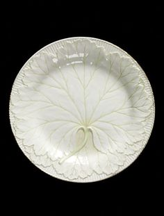 Wedgwood dessert plate, ca. 1810-30 - Lead-glazed earthenware, moulded in low relief, painted in green enamel and gilt