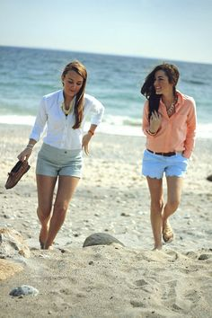 Sarah Vickers of Classy Girls Wear Pearls in a Madewell oxford and Lilly Pulitzer Shorts with Sadie Jude in a Ralph Lauren oxford and J. Preppy Mode, Preppy Style, My Style, Club Style, Lilly Pulitzer, Adrette Outfits, Short Outfits, Fashion Outfits, Skinny