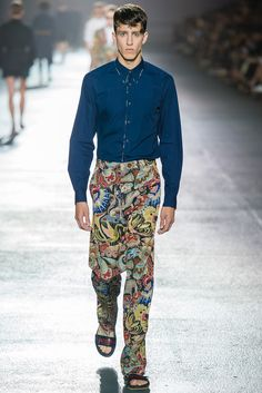 See the complete Dries Van Noten Spring 2014 Menswear collection.