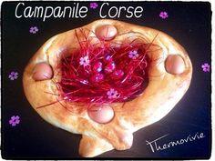 """Je vous souhaite à tous de joyeuses pâques! La tradition veut qu'en Corse le lundi de pâques les familles se retrouvent autours d'un grand pique nique """"A merendella"""" autours d'une brioche. Appelé Campanile en haute Corse ou Cacavellu en Corse du Sud,..."""