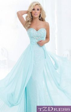 prom dress...oh my! This is gorgeous...I would have loved to wear this back in my high school days to prom!