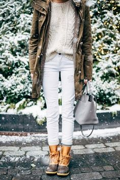 Pairing a brown parka with white destroyed jeans is a comfortable option for running errands in the city. Opt for a pair of tan snow boots for a more relaxed feel.   Shop this look on Lookastic: https://lookastic.com/women/looks/parka-cable-sweater-jeans/16055   — White Cable Sweater  — Brown Parka  — White Ripped Jeans  — Grey Leather Tote Bag  — Tan Snow Boots